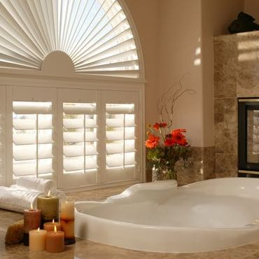 Fort Lauderdale bathroom plantation shutters.