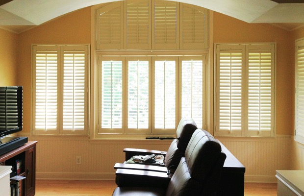Fort Lauderdale plantation shutters in entertainment room